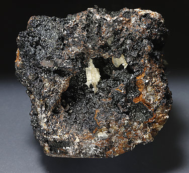 Cerussite on Goethite.