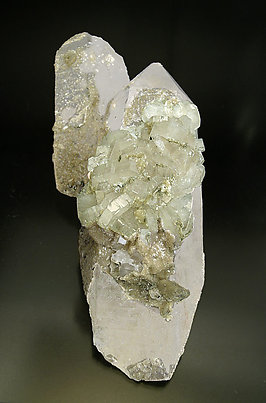 Fluorapatite with Quartz and Siderite.