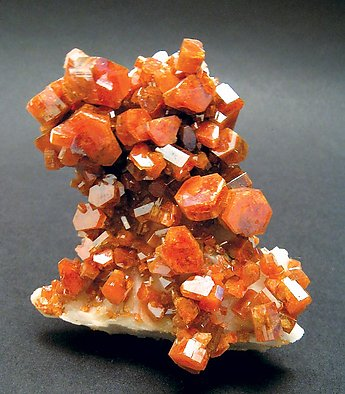 Vanadinite on Baryte.