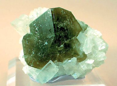 Uvite on Magnesite.