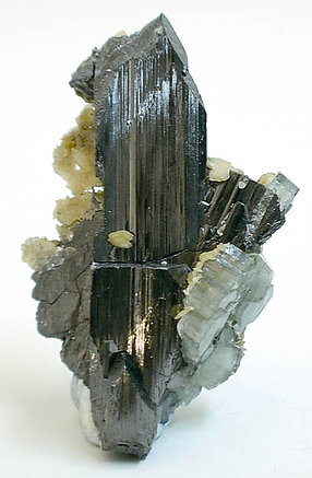 Fluorapatite on Ferberite. Side