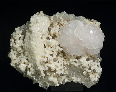 Calcite with Dolomite (perimorphose) and Quartz. Side
