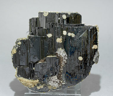 Ferberite with Siderite and Muscovite.