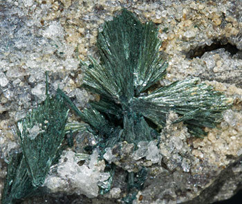 Gormanite with Quartz.