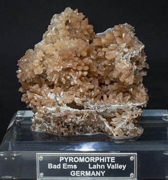 Pyromorphite with Calcite.