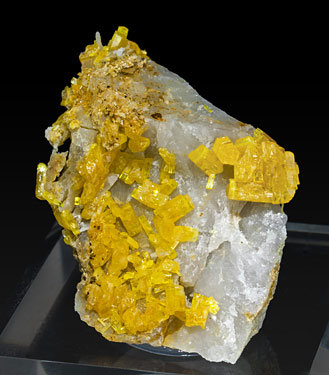 Mimetite on Quartz. Front