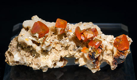 Wulfenite on Barite.