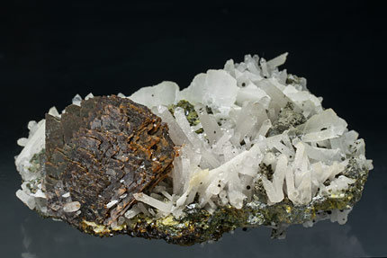 Genthelvite with Quartz, Calcite and Chlorite.