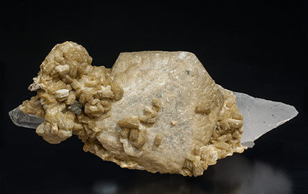 Siderite with Quartz, Chalcopyrite and Muscovite.