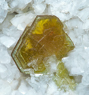 Hydroxylbastnäsite-(Ce) with Dolomite, Calcite and Quartz.