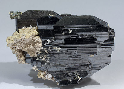Ferberite with Siderite and Muscovite. Front