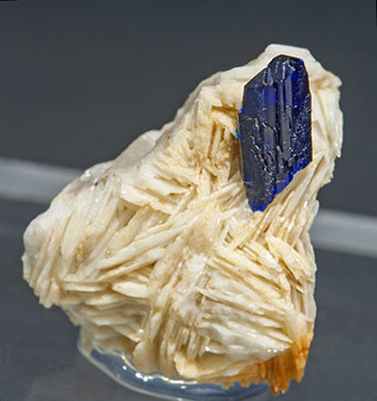 Azurite on Baryte.