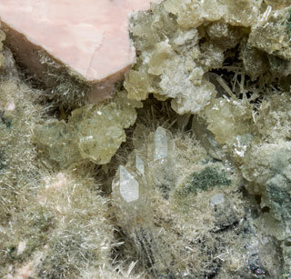 Clinozoisite-Epidote with Prehnite, Microcline and Quartz.