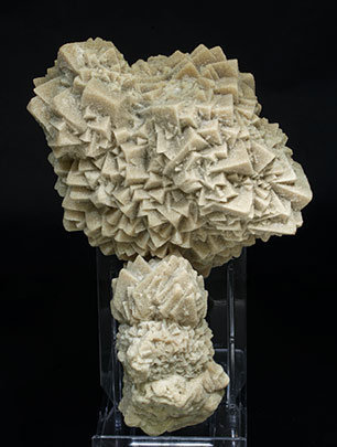 Calcite with inclusions of sand. Front