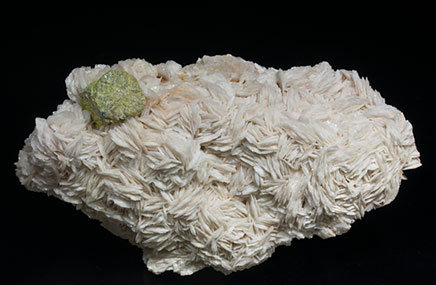 Mimetite coating Galena and with Baryte.