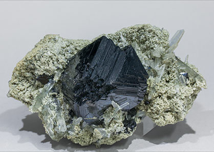 Sphalerite with Quartz. Side