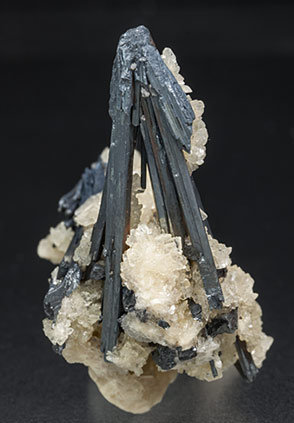 Stibnite with Baryte. Side