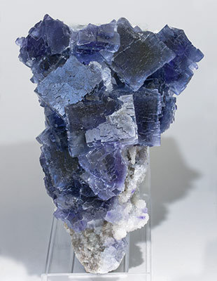 Fluorite with Quartz. Fluorescent light (day light)