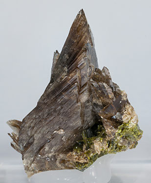 Axinite-(Mn) with Epidote. Side
