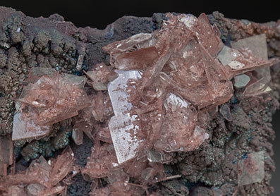 Baryte with inclusions and Goethite.