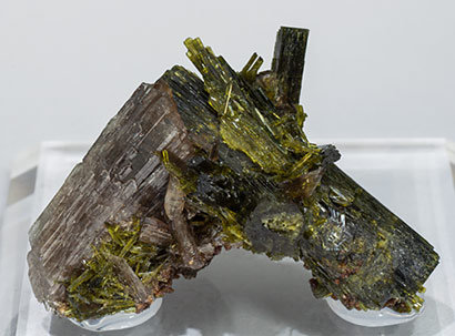 Axinite-(Mn) with Epidote and Andradite.