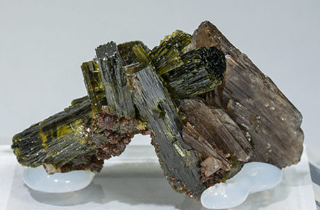 Axinite-(Mn) with Epidote and Andradite. Rear