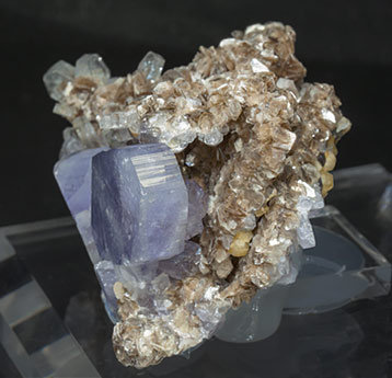Fluorapatite with Muscovite. Side