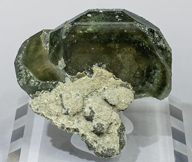 Fluorapatite with Calcite and Pyrite.