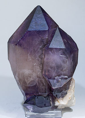 Quartz (variety amethyst) doubly terminated. Front