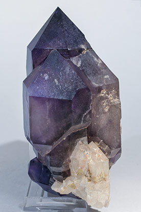Quartz (variety amethyst) doubly terminated. Side