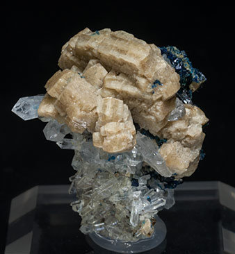 Whiteite-(CaFeMg) with Lazulite and Quartz.