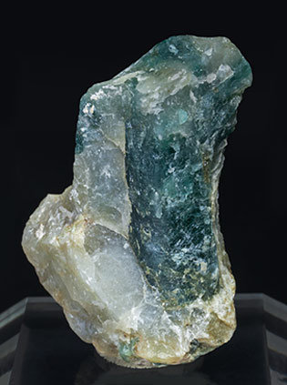 Grandidierite with Quartz and Feldspar. Side