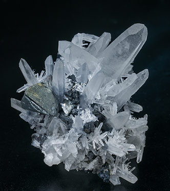 Lautite with Tennantite-Tetrahedrite, Quartz (Japan law twin) and Pyrite. Side