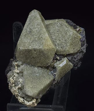 Scheelite with Magnetite, carbonates and Quartz.