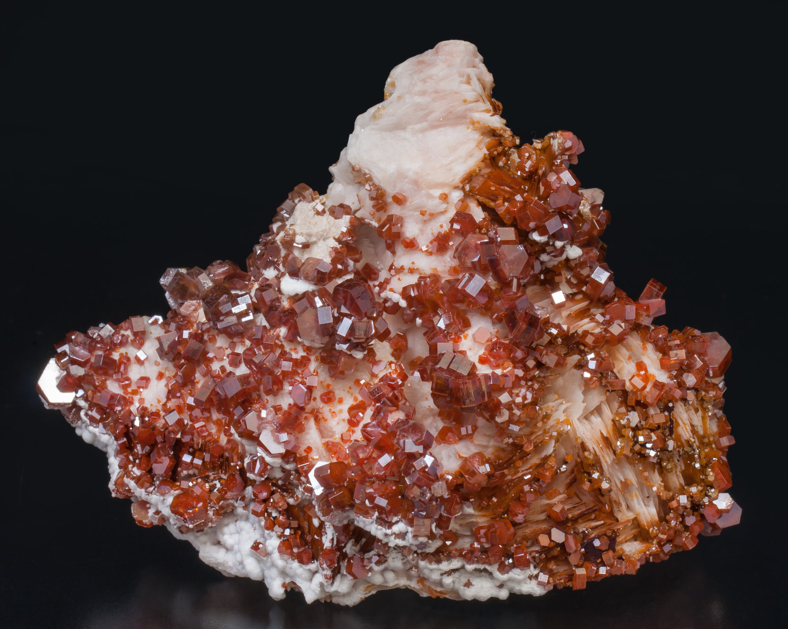 specimens/s_imagesAD5/Vanadinite-JM47AD5f.jpg