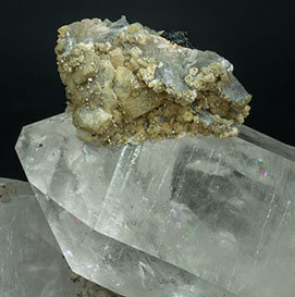 Quartz with Siderite, Pyrite, Ferberite and Fluorapatite.
