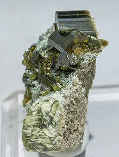 Vesuvianite with Chlorite. Side