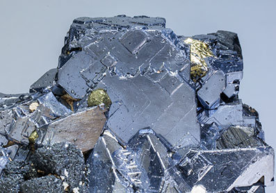 Galena with Sphalerite, Calcite, Tetrahedrite (group) and Chalcopyrite.