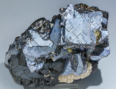 Galena with Sphalerite, Calcite, Tetrahedrite (group) and Chalcopyrite. Top