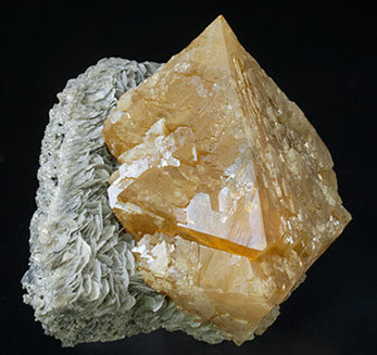 Scheelite with Muscovite. Side