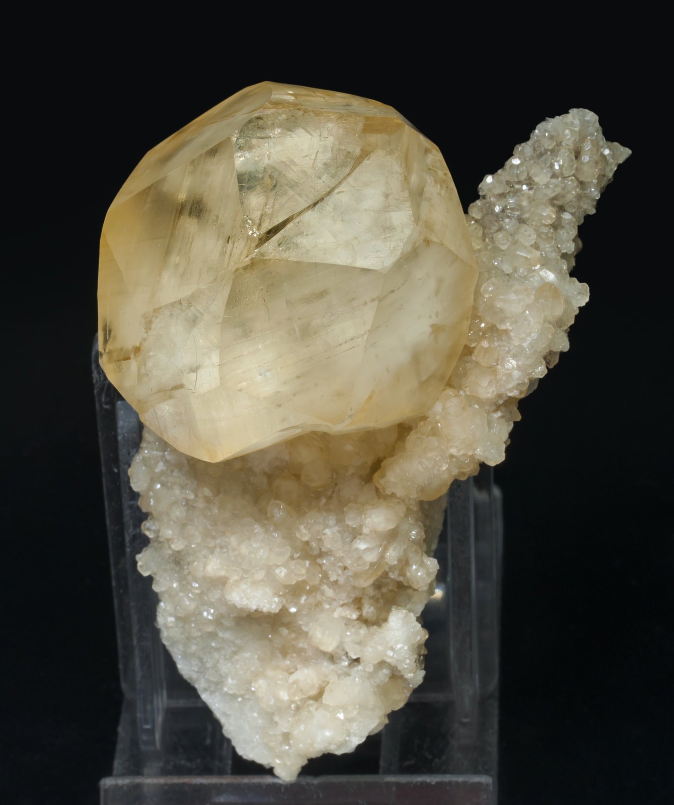 specimens/s_imagesAE2/Calcite-NM27AE2s.jpg