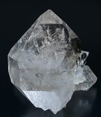 Quartz with Hydrocarbon inclusions. Front