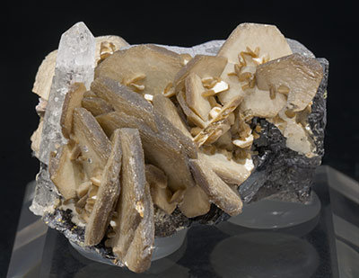 Siderite with Ferberite and Quartz. Front
