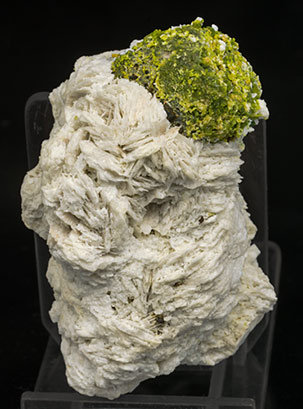 Mimetite coating Galena and with Wulfenite and Baryte.