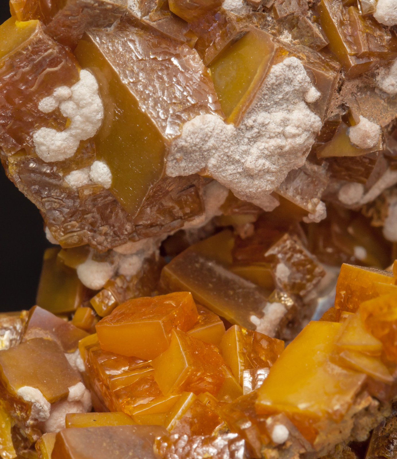 specimens/s_imagesAE7/Wulfenite-MF36AE7d.jpg