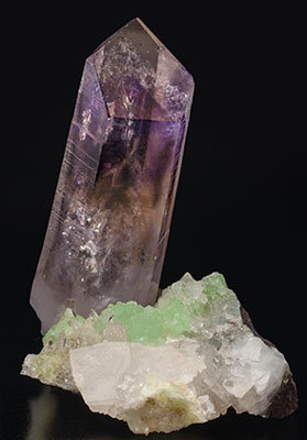 Quartz (variety amethyst) with Prehnite, Quartz and Calcite. Side