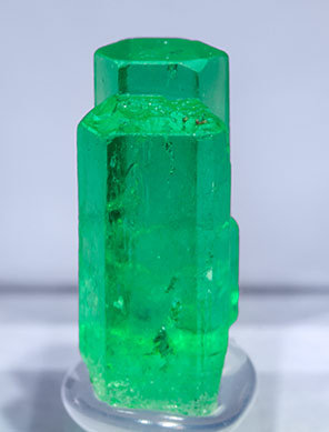 Beryl (variety emerald). Front (white background)