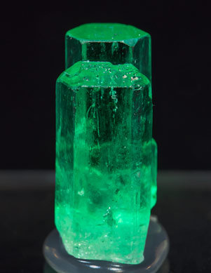 Beryl (variety emerald). Front (black background)