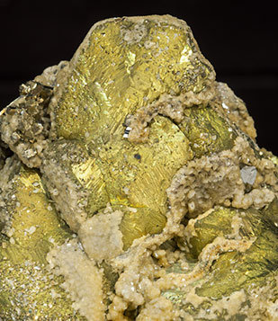 Chalcopyrite with Pyrite and Siderite.