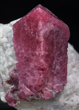 Spinel with Calcite.